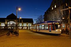 "Heag ST14 0786 ""Liepāja"" Darmstadt Hauptbahnhof (BahnFan99) Tags: heag mobilo mobitram st14 wagen 0786 alstom bombardier strasenbahn darmstadt hauptbahnhof empfangsgebäude bahnhofsgebäude bahnhofsvorplatz blaue stunde niederflurwagen niederflurstrasenbahn tram tramway strasenbahnlinie 5 taufname liepaja innenstadt"