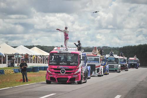 14/04/19 - O tradicional desfile dos pilotos da Copa Truck em Campo Grande - Fotos: Duda Bairros
