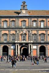 NAPOLI (MarinoLandolfo) Tags: piazze piazza strade reali napoli statue persone turisti gente popolo