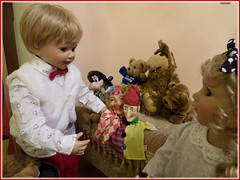 Welchen Kasperl nehmen wir ?  / Which Punch puppet shall we take ? (ursula.valtiner) Tags: puppe doll luis bärbel künstlerpuppe masterpiecedoll kasperltheater punchtheatre kasperl punchpuppet