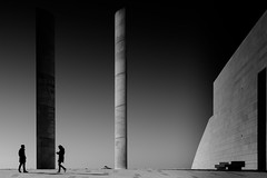 the two of us (rainerralph) Tags: schwarzweiss ndverlaufhard sonyalpha architektur charlescorrea fe282470gm champalimaudcenter architecture sony blackwhite a7riii a7r3 portugal lissabon lisboa belem
