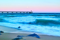 Full moon over waves (Fnikos) Tags: sea water mar mare wave ocean shore coast beach seashore stone rock luna moon fullmoon lunallena landscape sky cielo skyline seascape bay color colors blue dark light architecture construction bridge puente pont pier outside outdoor