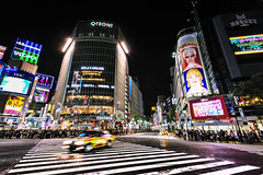 Tokyo - Shibuya 03_05_18 (Alessandro Dozer Fondaco) Tags: tokyo japan giappone city città shibuya nikon viaggiare travel notte night nightlife vita notturna taxi mosso blurred street photography incrocio crossing cross strisce pedonali zebra luci lights