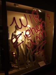 Aus- und umziehen (mkorsakov) Tags: dortmund city innenstadt kampstrasse schaufenster shopwindow tagging räumungsverkauf schaufensterpuppe mannequin nacht night