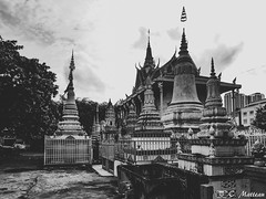 180722 Pagode  (2018 Trip) (clamato39) Tags: pagoda pagode phnompenh cambodge cambodia asia asie ciel sky clouds nuages religieux religion voyage trip city ville urban urbain blackandwhite bw noiretblanc monochrome