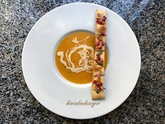 Crema di zucca e patate con crostino alle erbe - Pumpkin and potatoes cream with herbs crouton (www.denisefoodesigner.com) Tags: sopa суп soupe soup 호박 dýně receita patate citrouille foodie 南瓜 fresh table picture foodphotography тыква パンプキン kürbis cheese gorgonzola colors orange plate gourmet dejeuner calabaza almoço almuerzo pranzo lunch lunsj middag delicioso lecker mittagessen food cibo comida tasty verdura vegetables today crispy crostino cream delicious recipe ricetta zucca pumpkin potatoes