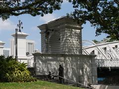 SingaporeRiverColonialDistrict073 (tjabeljan) Tags: singapore asia colonialdistrict singaporeriver colemanbridge oldparliament fullertonhotel themelrion raffles victoriatheatre clarkquay marinabay