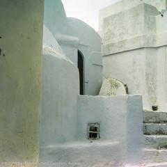 In the Streets, Santorini, Greece (WernerSchoen) Tags: santorin greece thira europe street cyclades kykladen walls white stairs stufen ägäis 6x6 film analog yashica