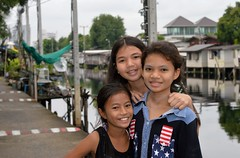 pretty canal girls (the foreign photographer - ฝรั่งถ่) Tags: three pretty canal girls preteen khlong lard phrao portraits bangkhen bangkok thailand nikon d3200