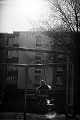 OKSF 261 (Oliver Klas) Tags: okfotografien oliver klas street streetfotografie streetphotography strassenfotografie streetart streetphotographer streetphoto stadtleben streetlife streetculture urban schwarzweis schwarzweissfotografie blackandwhite monochrom farblos abstrakt dunkel hell grau schwarz weiss black white sw schwarzweiss personen people menschen persons volk familie angehörige bewohner bevölkerung leute europäer mann frau gesellschaft menschheit mensch völker kunst art künstler kultur kinder children kids klein jugendlich jugendliche kleinkind kind kleinkinder baby babys heranwachsende jung junge mädchen teen jugend de