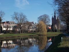 DSCN3256 (Uno100) Tags: zwolle holland netherlands hanze city stad museum de fundatie sassen poort water muur vestings gate peperbus church ufo 2019 art modern pop synagoge