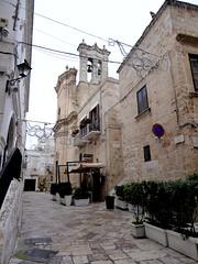 Polignano a Mare (Puglia-Italia). Via Mulini e iglesia del Purgatorio (santi abella) Tags: polignanoamare apulia puglia italia