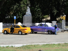 Our taxi and a purple car (wallygrom) Tags: cuba jibacoa santaclara cheguevara trenblindado armouredtrain monument museum