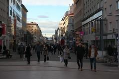 In der Favoritner Fußgängerzone (Wolfgang Bazer) Tags: favoritner fusgängerzone pedestrian zone favoriten wien vienna österreich austria