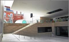 Entrée du M Museum, Louvain (Leuven) Belgium (claude lina) Tags: claudelina belgium belgique belgië louvain leuven ville town architecture musée museum mmuseum escaliers stairs