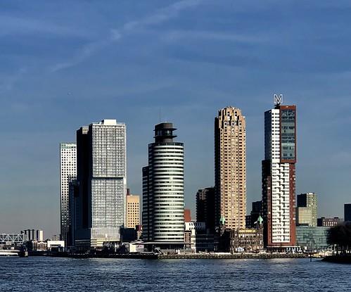 """Tweede van links het gebouw """"De Rotterdam"""" op de Wilhelminapier, ontworpen door architect Rem Koolhaas, is in 2010/13 gebouwd."""