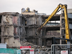 AIB Bank Centre demolition (turgidson) Tags: panasonic lumix dmc g7 panasoniclumixdmcg7 panasonicg7 micro four thirds microfourthirds m43 g lumixg mirrorless x vario 35100mm 35100 f28 hhs35100 telephoto zoom lens panasonic35100 panasoniclumixgxvario35100mmf28 silkypix developer studio pro 9 silkypixdeveloperstudiopro9 raw p1290250 aib bankcentre aibbankcentre merrion road merrionroad ballsbridge dublin ireland demolition facebook hegarty hegartydemolition high reach highreachdemolition