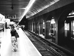 Clínicas metro station (KyllerCG) Tags: américadosul brasil brazil brazilssoutheast clínicas regiãosudeste se southamerica sudeste sãopaulo blackandwhite ferroviário gente meiodetransporte metro people rail railroad street subway transportation urbanexploration