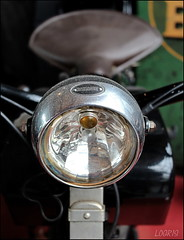 The old bicycle (Logris) Tags: fahrrad bicycle detail minimal lampe licht light