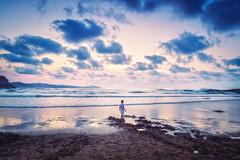 En la orilla del azul atardecer (Jaime A Ballestero) Tags: jaimea zumaia playa atardecer crepúsculo azul paísvasco sueño