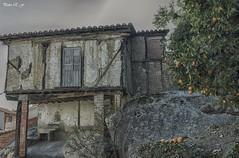 Pueblos olvidados (pedroramfra91) Tags: exteriores outdoors pueblo town casa house arbol tree roca rock