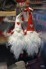 Love is ...... (Super Mario Bros1) Tags: love amore svalentino barba gnomi cappelli cuore