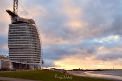 Klein Dubai (r.wacknitz) Tags: sailcityhotel bremerhaven küste coast morninglight clouds architecture weser nikond3400 tamron18200 gebäude himmel landschaft architektur wasser