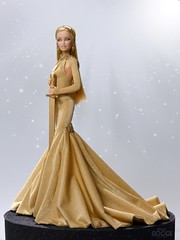 Oscarina. Inspired by the statuette of the Oscars, awards from the Film Academy. (davidbocci.es/refugiorosa) Tags: oscar barbie mattel fashion doll muñeca refugio rosa david bocci ooak awards