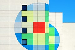 ALLES NUR FASSADE (rolleckphotographie) Tags: architecture architektur sony simplicity minimalism minimal facade fassade colorful abstract a7ii zeiss rolleckphotographie