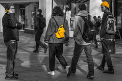 Yellows (+Pattycake+) Tags: streetphotography bench spring people uk candid ©patriciawilden2019 street uk40mmprimelens primelens norwich city 40mmprimelens yellow norfolk canoneos70d