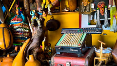 Antigüedad y caos (Xtian Ramos) Tags: calculadora antigua recuerdo antiguedad artesania