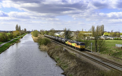 56113 56090 6E32 Crowle 26.03.19 (Captainkez) Tags: red crowle 56113 56090 colas train oil yellow orange grid freight lincolnshire north canal stainforth keadby