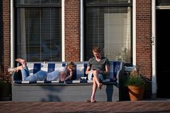 Warm evening (Julysha) Tags: people couple alkmaar acr city evening april thenetherlands noordholland spring street 2019 d850 nikkor70300afp windows