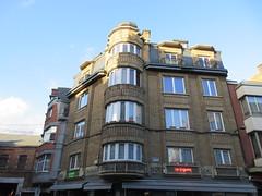Apartments with corner oriel, Rue des Croisiers, Namur, Belgium (Paul McClure DC) Tags: belgium belgique wallonie wallonia feb2018 namur namen ardennes historic architecture
