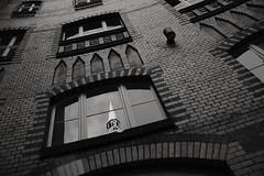 Berlin, Rathaus Lichtenberg (tom-schulz) Tags: x100f ooc outofcamera monochrom bw sw berlin thomasschulz rathaus hof fenster turm
