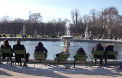 Nap by the fountain (cyril.crn) Tags: paris couple street france eiffel tower chairs fountain city statue park tuileries