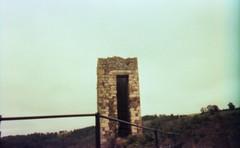 Peyrusse-le-Roc, Aveyron, France. (matériel brouilleur) Tags: diana multi pinhole stenope 35mm lomography lomo tungsten expiredfilm peyrusseleroc peyrusse roc aveyron tour tower ruines ruins estenopeica