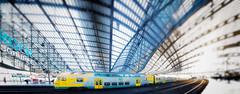 Hauptbahnhof (Ralf Westhues) Tags: berlin hauptstadt deutschland hauptbahnhof cyan gelb blau architektur architecture zug train gare station