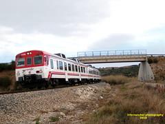 Tren de Cercanías de Renfe (Línea C-3) a su paso por CHESTE (Valencia) (fernanchel) Tags: adif renfe cheste spain rodalies cercanías поезд bahnhöfe railway station estacion ferrocarril tren treno train c3 puente pont bridge