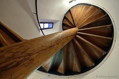 Holsteiner Holz (Sockenhummel) Tags: plön treppe treppenhaus wendeltreppe spirale spiraltreppe spiralstair stairs stufen steps stairway escaliers architektur fuji xt10 holz schlos castle staircase stairwell