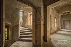 Abandoned Castle (Photography by Linda Lu) Tags: lostplacesitaly urbexitaly italy lostplace lostplaces urbex urban urbanexploring abandonedcastle castellorovasenda castle schloss hallway flur decay discarded abandoned