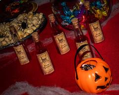 21_HALLOWEEN_JESSICA (pc.o.fotografo) Tags: comida aniversário festa rio de janeiro rj brasil 2018 bolo doce petisco pirulito popcake bebida família amigos galera decoração jéssica boo halloween fantasia bruxa ou travessura abóbora velas mortos vampiro espantalho sangue aranha rato barata lacraia poção caldeirão veneno jantar cachorro quente dedo caveira esqueleto morcego balas biscoito jujuba confeitos gelatina com olhos pizza seringa cachaça diabinha monstro noivos jason cowboy fantasma dança neon raio laser fumaça brinde taça vinho ponche música