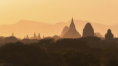 Silhouettes of old Bagan - Bagan (Captures.ch) Tags: clear klar sunset sonnenuntergang abend abenddämmerung dusk evening myanmar birma burma bagan aufnahme capture baum forest hill himmel hügel landscape landschaft pagoda pagode sky tempel temple tree wald sun sonne