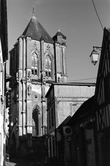 Eglise St-Jean - Verneuil-sur-Avre (Philippe_28) Tags: verneuilsuravre eure normandie france europe 27 colombage pansdebois 24x36 argentique analogue camera photography film 135 bw nb