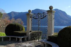 L'approdo - The landing (Roberto Marinoni) Tags: cancello gate approdo landing lugano lago lake svizzera switzerland parco park villaciani