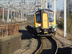 The arrival of 350107 (The Walsall Spotter) Tags: desiro class350desiro emu 350107 electricmultipleunit overheadlineequipment overheadwires ukmultipleunits tamworthrailwaystation