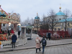 Welcome to Moscow! (VERUSHKA4) Tags: church merrygoround people canon europe moscow russia city hccity cityscape ville vue view square tverskayasquare tree bush march spring dome kirchen two perspective religion walk historic lights lamp decoration plant springtime