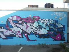 877 (en-ri) Tags: vica rosa bocs crew viola azzurro nero arrow torino wall muro graffiti writing