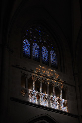20100603 352 Jakobus Bilbao Kathedrale Säulen Bögen Lichtspiel Fenster