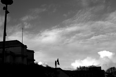 Returning the flag (pascalcolin1) Tags: paris trocadéro homme man drapeau flag noir black nuages clouds ombres shadows lumière light photoderue streetview urbanarte noiretblanc blackandwhite photopascalcolin 50mm canon50mm canon